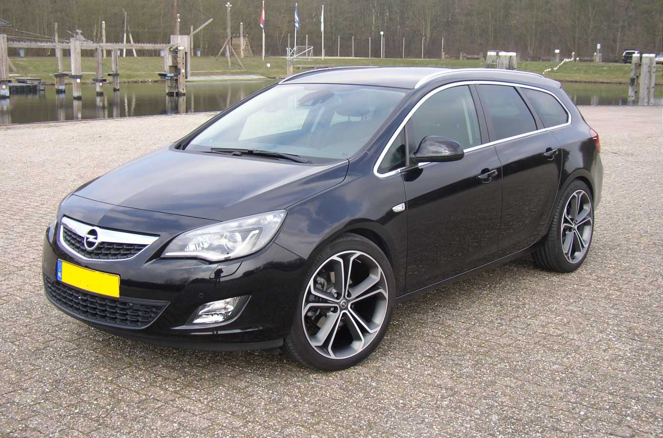 Astra J Sport Tourer 20Inch Bi-Color-No-Kenteken