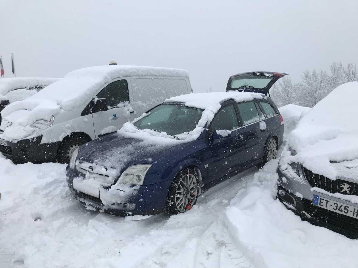 Opel in de sneeuw