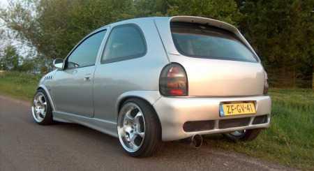 Opel-Corsa-B_met_blondje_03